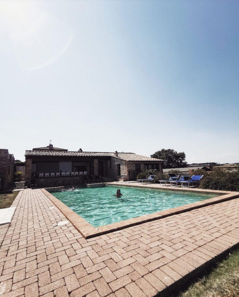 borgosolario agriturismo umbria castiglionedelago vacanze relax piscina estate