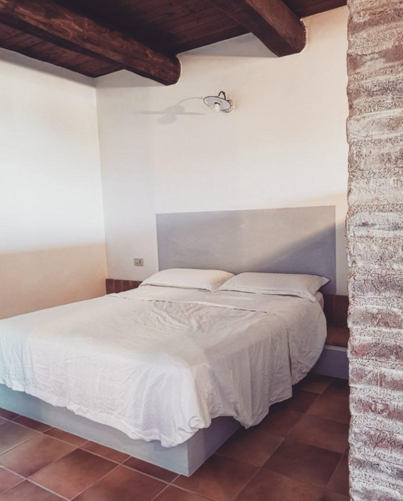 borgosolario agriturismo umbria castiglionedelago vacanze relax cameramatrominiale letto