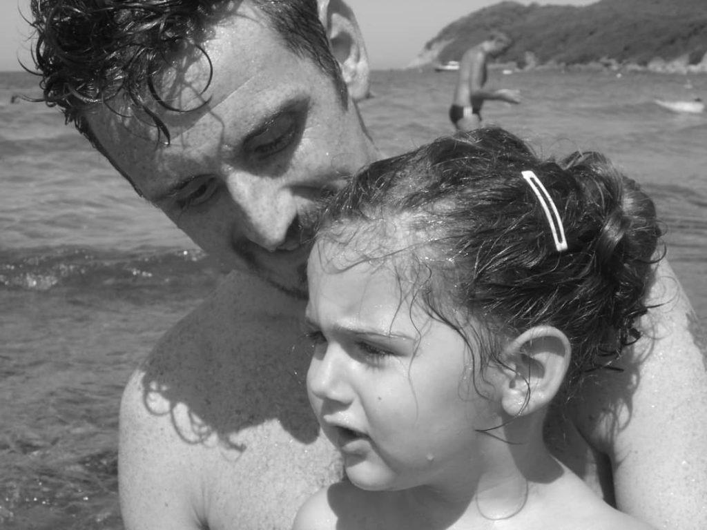 babbo figlia padre genitore amore crescere mare